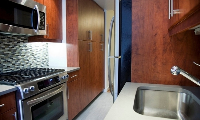 2 Bedrooms, Hell's Kitchen Rental in NYC for $6,325 - Photo 2