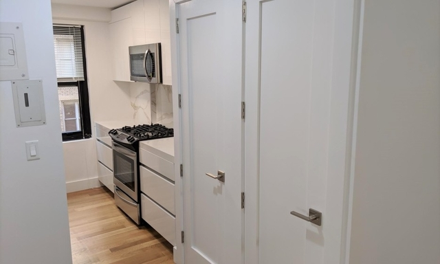 2 Bedrooms, Hell's Kitchen Rental in NYC for $6,450 - Photo 2