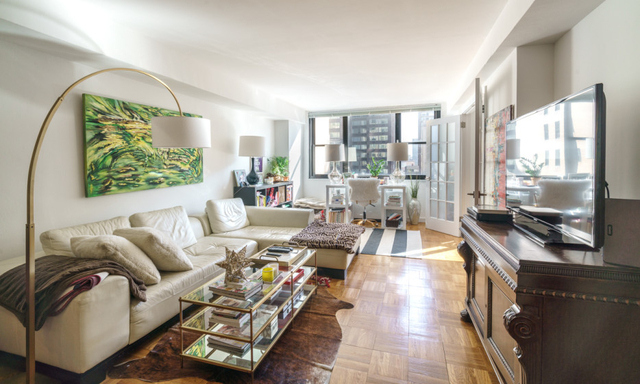 2 Bedrooms, Hell's Kitchen Rental in NYC for $6,225 - Photo 2