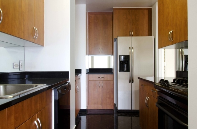 1 Bedroom, Upper East Side Rental in NYC for $5,995 - Photo 2