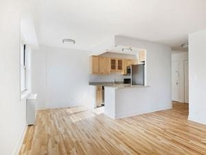 3 Bedrooms, Tribeca Rental in NYC for $6,890 - Photo 2