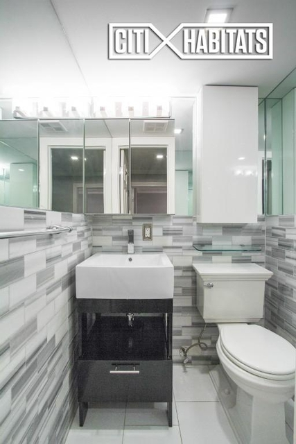 3 Bedrooms, Hell's Kitchen Rental in NYC for $5,496 - Photo 2