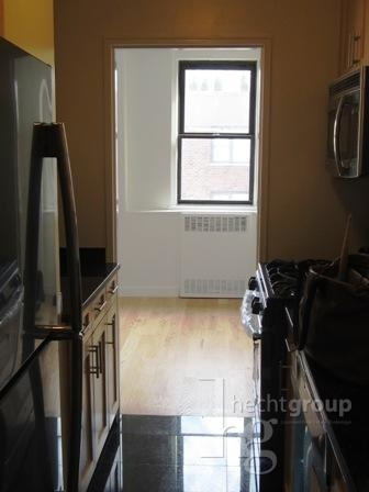 1 Bedroom, Yorkville Rental in NYC for $3,342 - Photo 2