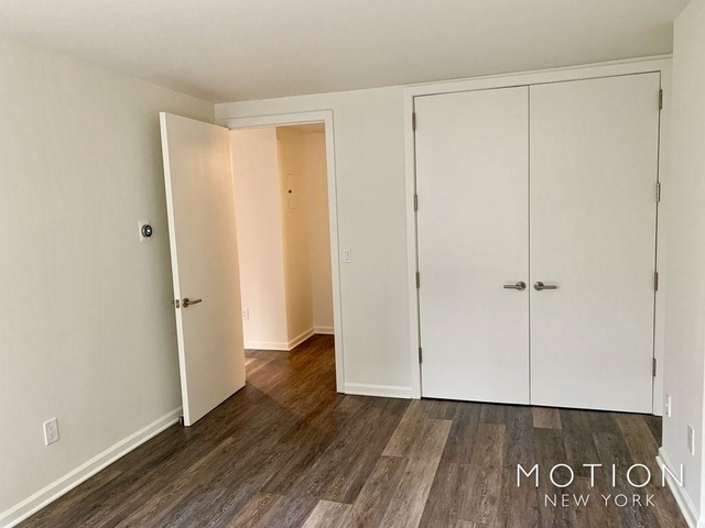 Studio, Hell's Kitchen Rental in NYC for $3,505 - Photo 2