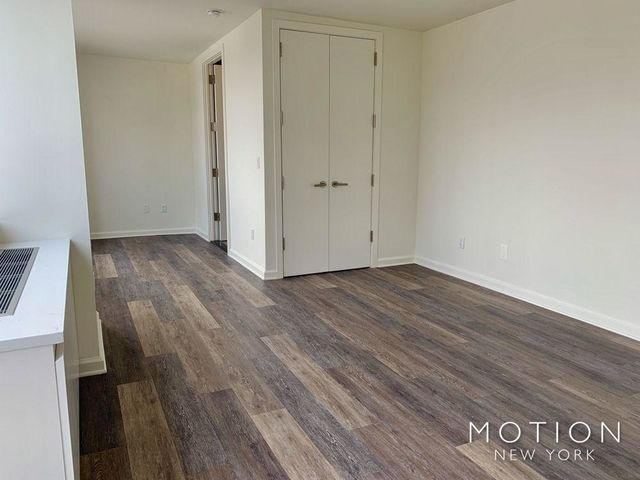 Studio, Hell's Kitchen Rental in NYC for $3,130 - Photo 2
