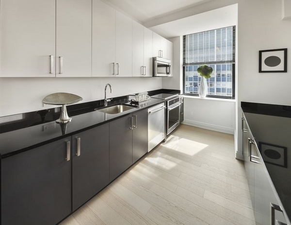 2 Bedrooms, Financial District Rental in NYC for $5,729 - Photo 2
