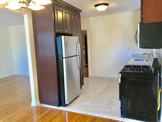 2 Bedrooms, Astoria Heights Rental in NYC for $2,199 - Photo 2
