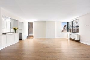 3 Bedrooms, Upper West Side Rental in NYC for $6,000 - Photo 1