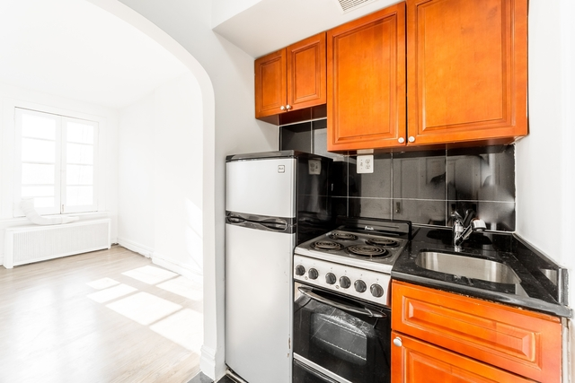 Studio, Lenox Hill Rental in NYC for $2,895 - Photo 2