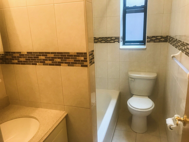 2 Bedrooms, Downtown Flushing Rental in NYC for $1,990 - Photo 1