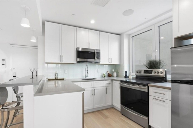 2 Bedrooms, Astoria Rental in NYC for $2,975 - Photo 1