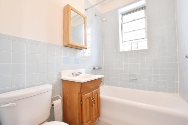 1 Bedroom, Ditmars Rental in NYC for $1,850 - Photo 2