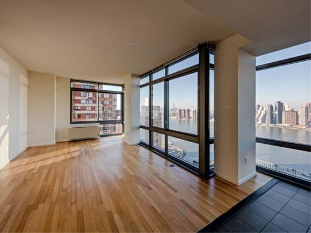 3 Bedrooms, Hunters Point Rental in NYC for $5,847 - Photo 1