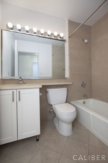 Studio, Theater District Rental in NYC for $2,575 - Photo 2