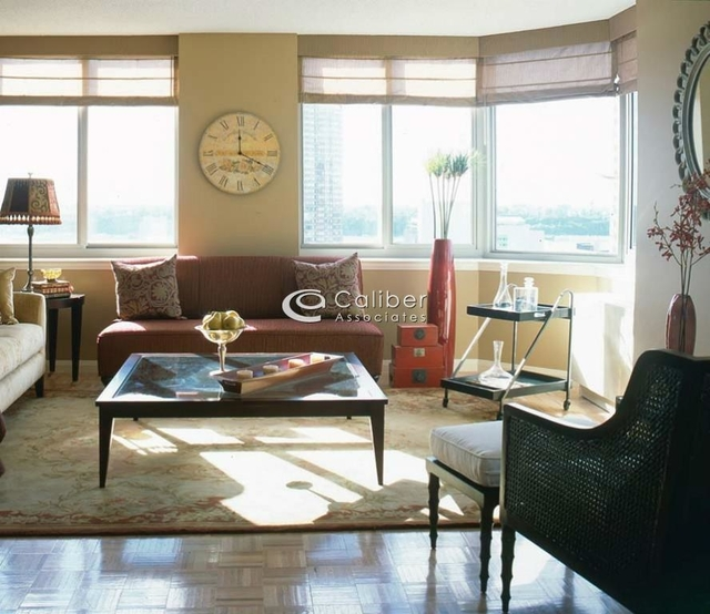 2 Bedrooms, Hell's Kitchen Rental in NYC for $5,723 - Photo 2