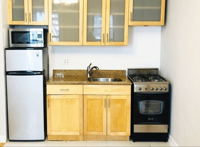 1 Bedroom, Chelsea Rental in NYC for $2,790 - Photo 2