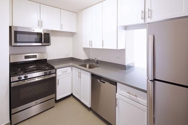 3 Bedrooms, Newport Rental in NYC for $3,940 - Photo 1