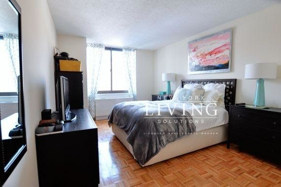 2 Bedrooms, Yorkville Rental in NYC for $4,398 - Photo 2