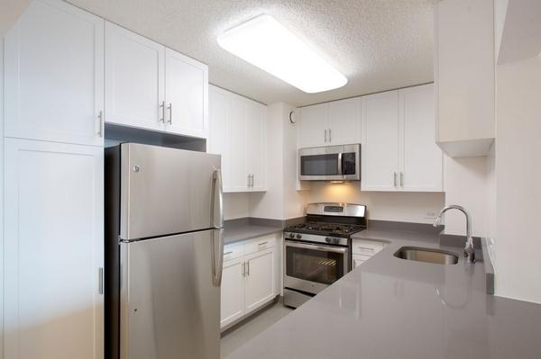 2 Bedrooms, Newport Rental in NYC for $2,915 - Photo 1