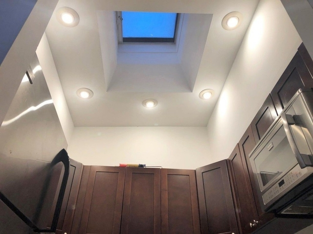 3 Bedrooms, Greenpoint Rental in NYC for $4,000 - Photo 1