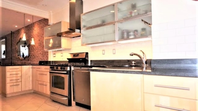 2 Bedrooms, Bushwick Rental in NYC for $3,600 - Photo 2