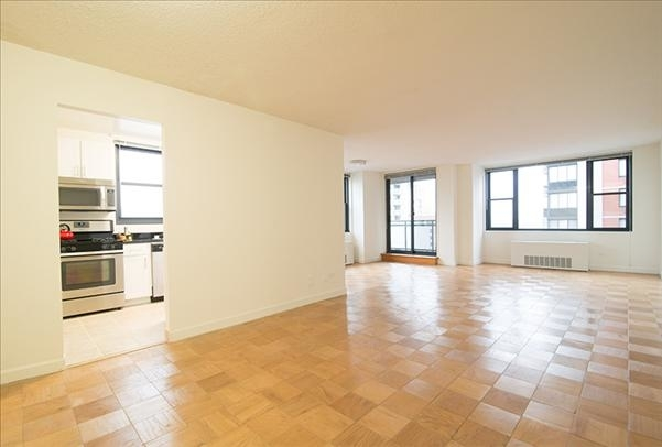 at East 40th Street - Photo 1