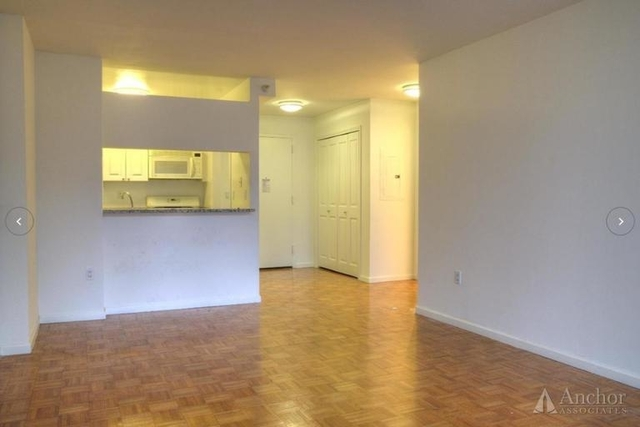 2 Bedrooms, Hell's Kitchen Rental in NYC for $3,750 - Photo 2