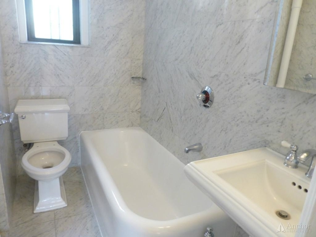 3 Bedrooms, Carnegie Hill Rental in NYC for $7,250 - Photo 2