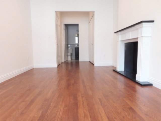 2 Bedrooms, Lincoln Square Rental in NYC for $4,487 - Photo 1