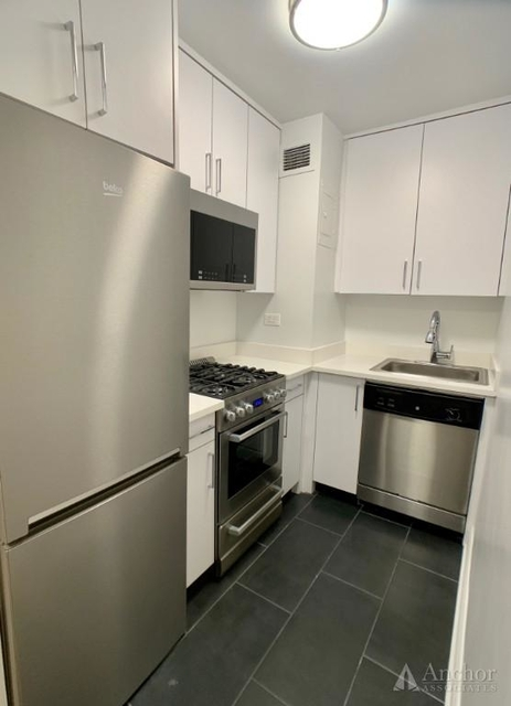 Studio, Sutton Place Rental in NYC for $3,250 - Photo 2