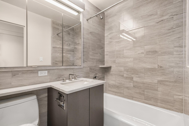 2 Bedrooms, Upper East Side Rental in NYC for $6,996 - Photo 2