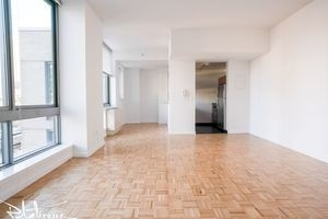 2 Bedrooms, Hell's Kitchen Rental in NYC for $5,575 - Photo 2