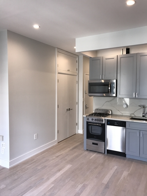 1 Bedroom, Yorkville Rental in NYC for $2,795 - Photo 2