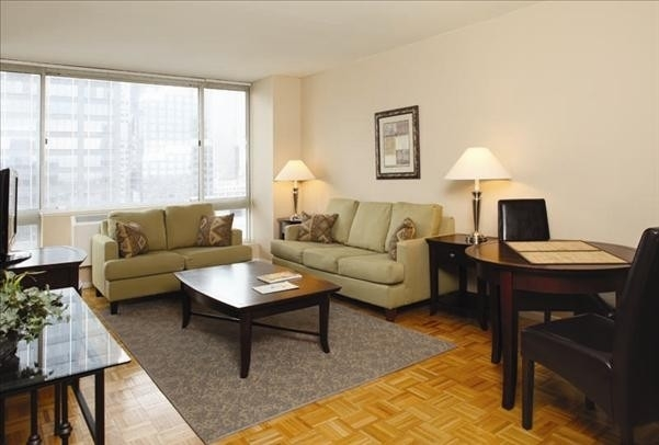 1 Bedroom, Hell's Kitchen Rental in NYC for $4,044 - Photo 2
