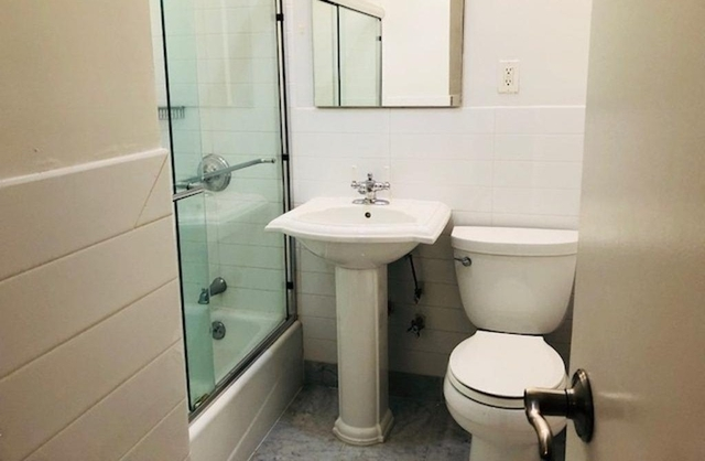 Studio, Theater District Rental in NYC for $2,300 - Photo 2