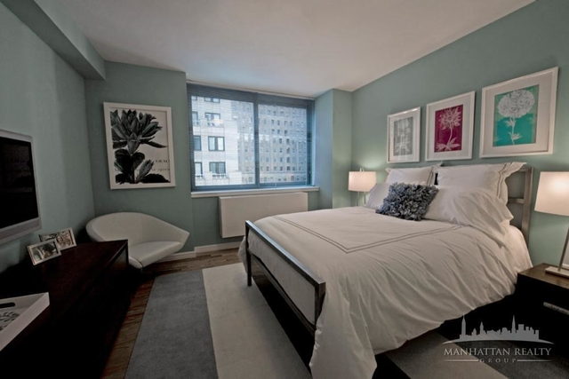 3 Bedrooms, Financial District Rental in NYC for $5,600 - Photo 2