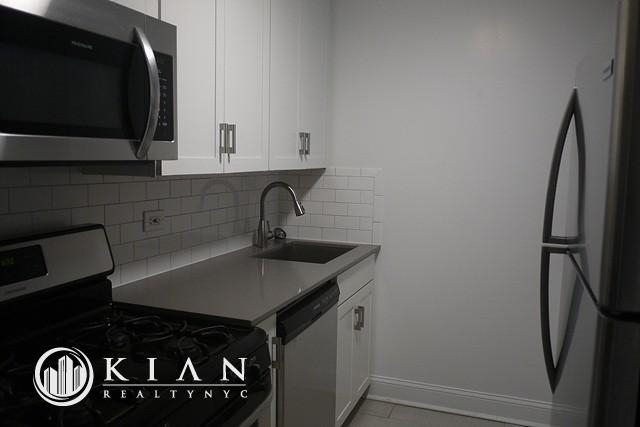 1 Bedroom, Roosevelt Island Rental in NYC for $2,575 - Photo 2