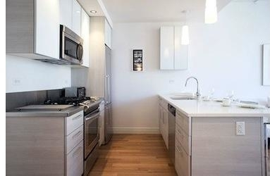 3 Bedrooms, Hell's Kitchen Rental in NYC for $5,541 - Photo 2