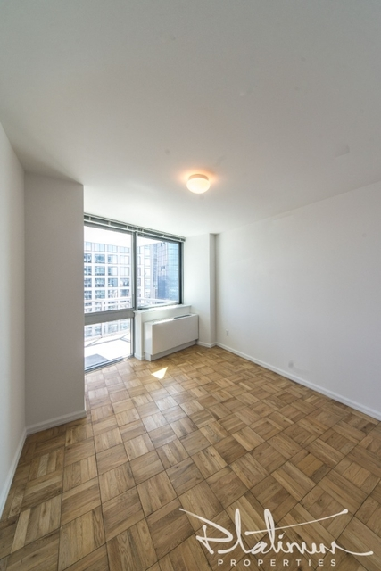 1 Bedroom, Hell's Kitchen Rental in NYC for $3,667 - Photo 2