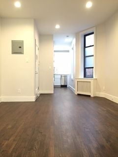 1 Bedroom, Yorkville Rental in NYC for $2,449 - Photo 2