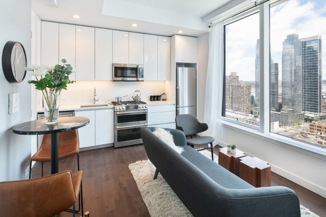 Studio, Hell's Kitchen Rental in NYC for $3,590 - Photo 2