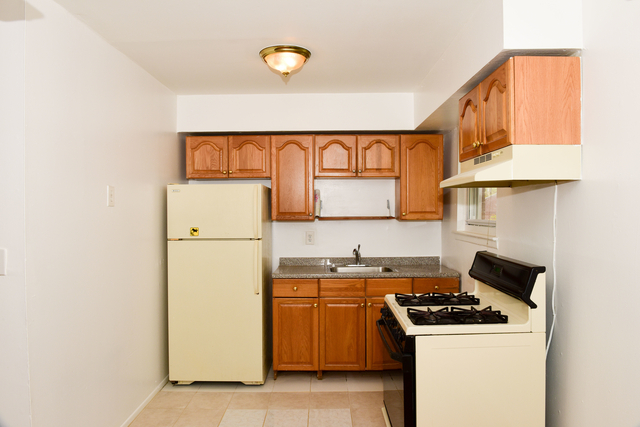 3 Bedrooms, Astoria Rental in NYC for $2,495 - Photo 1