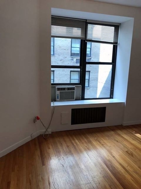 Studio, Theater District Rental in NYC for $2,400 - Photo 2