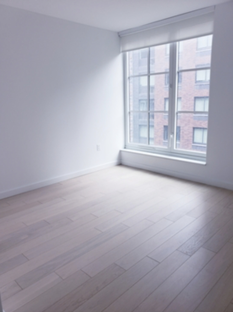 1 Bedroom, Hell's Kitchen Rental in NYC for $3,835 - Photo 2