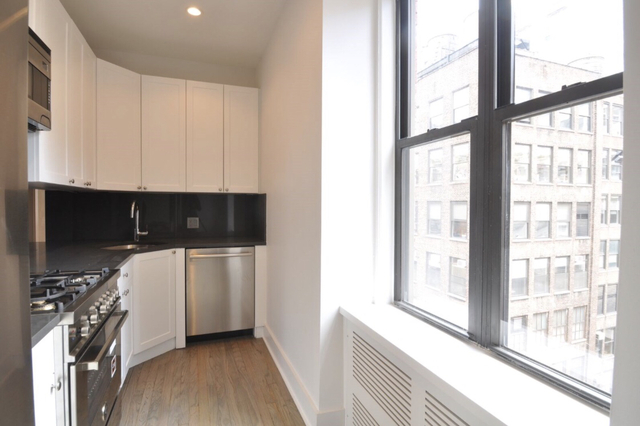 3 Bedrooms, Two Bridges Rental in NYC for $6,995 - Photo 1