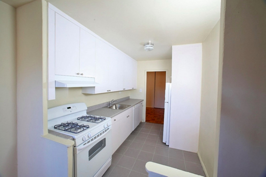 2 Bedrooms, Gravesend Rental in NYC for $2,350 - Photo 2
