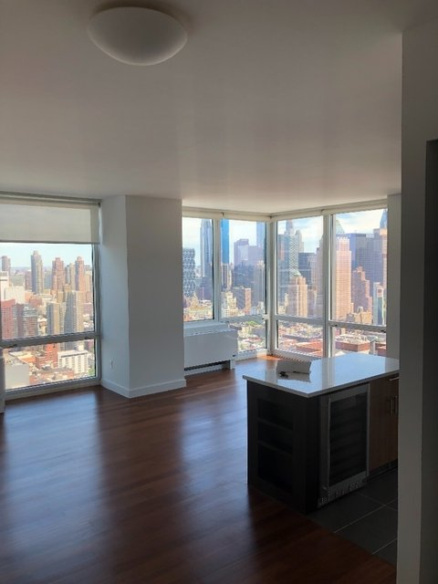 2 Bedrooms, Hell's Kitchen Rental in NYC for $4,100 - Photo 1