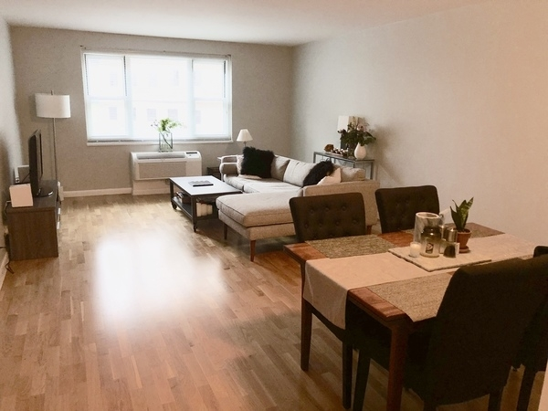2 Bedrooms, Battery Park City Rental in NYC for $5,240 - Photo 2