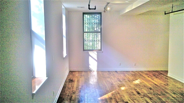 Loft, Red Hook Rental in NYC for $2,400 - Photo 2