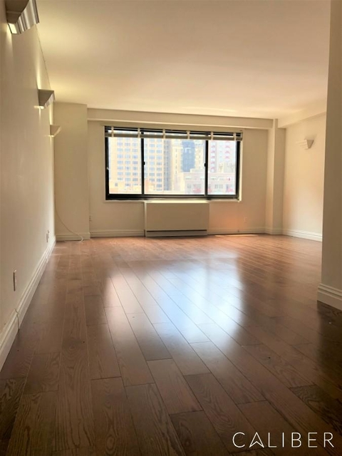 Studio, Hell's Kitchen Rental in NYC for $2,550 - Photo 1